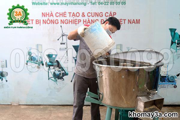 Máy trộn thức ăn chăn nuôi